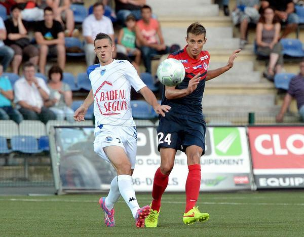 Photo Serge Vialle  FOOTBALL LIGUE 2  1er JOURNEE   01/08/14  LA BERRICHONNE DE CHATEAUROUX / TROYES  DARRIEUX Maxime (N°24 LBC)