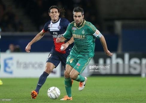 Loïc Perrin au duel face à Cavani (PSG)